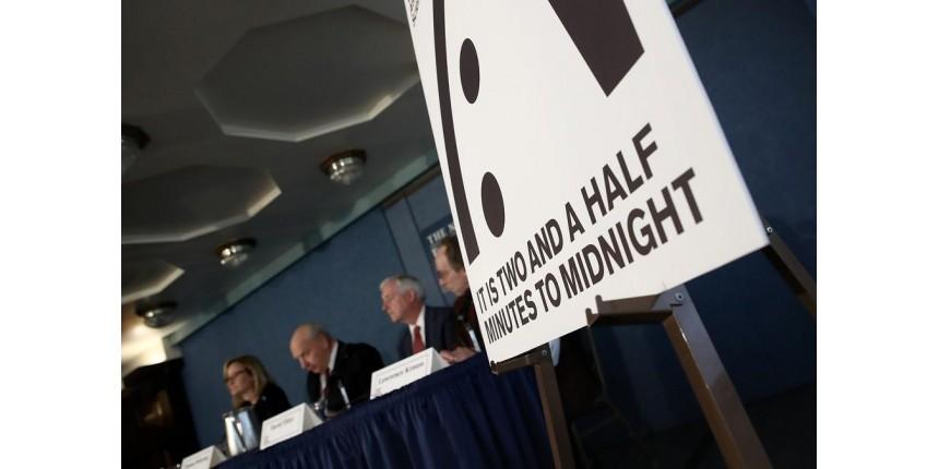 Cientistas reduzem tempo restante do 'Relógio do Juízo Final': faltam 2 min e 30 seg para a meia-noite