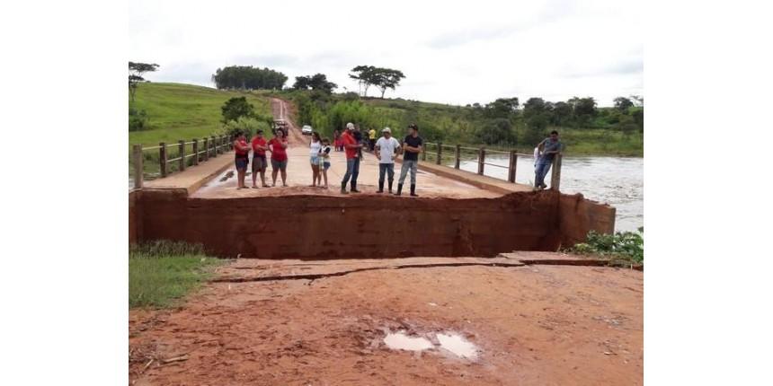 Índios ficam ilhados após duas pontes serem levadas pela chuva