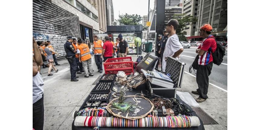 Limpeza de Doria retira artesãos da Avenida Paulista