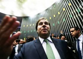 Apoiado por Temer, Rodrigo Maia é reeleito para presidir a Câmara
