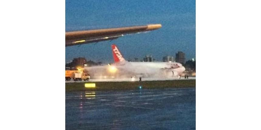 Avião da Latam pega fogo no aeroporto de Congonhas