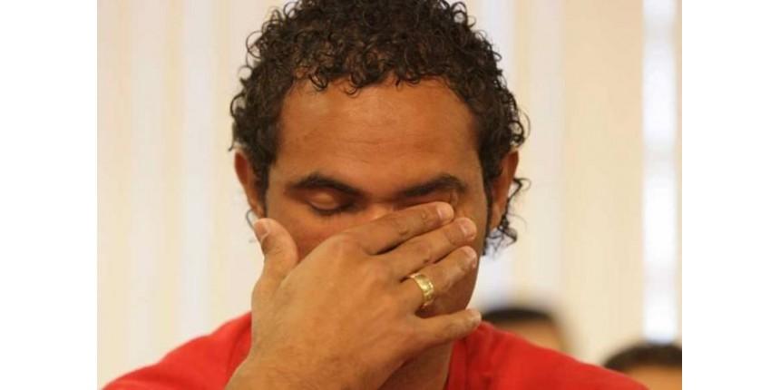 CADEIA: Goleiro Bruno saindo, ex goleiro Edinho (filho Pelé) entrando...