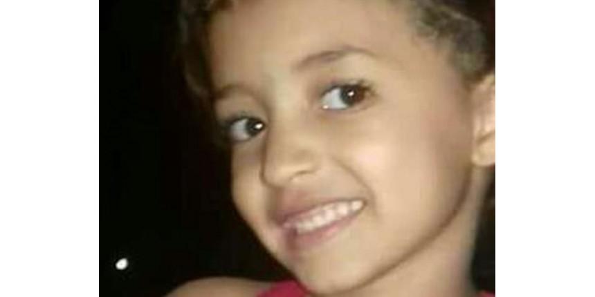 Comoção marca enterro da menina Ana Clara
