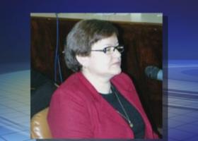 Mãe de ex-tesoureira suspeita de desvio milionário muda depoimento