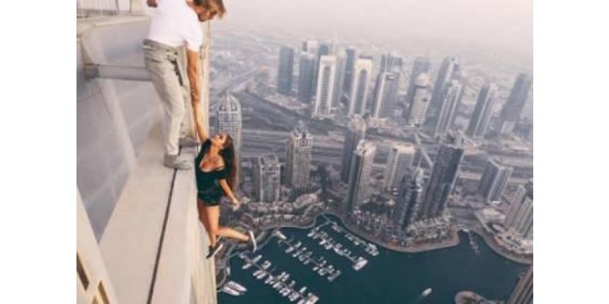 Modelo russa arrisca vida por foto e é criticada em redes sociais