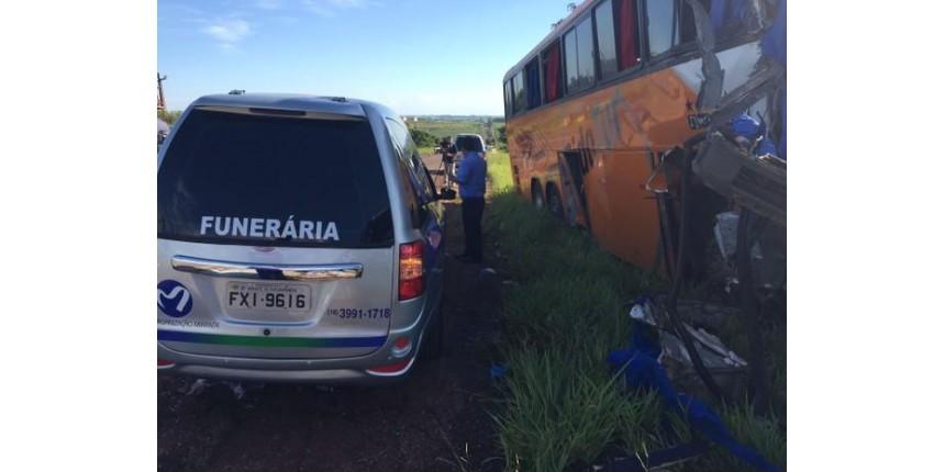 Atualizado - Polícia Civil divulga lista de mortos em acidente entre dois ônibus