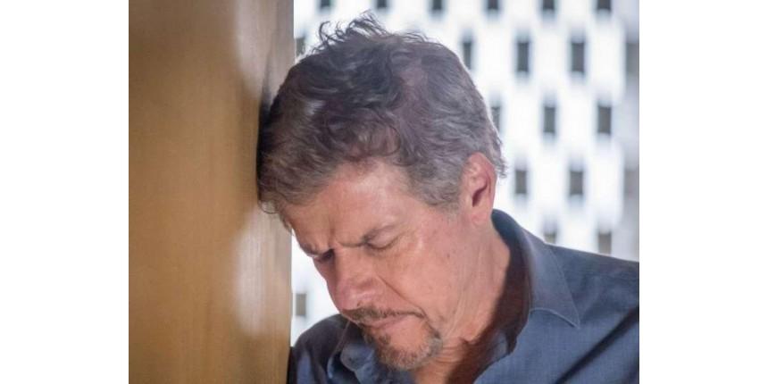 'A Lei do Amor': Tião vê Mág cometer suicídio e sofre AVC