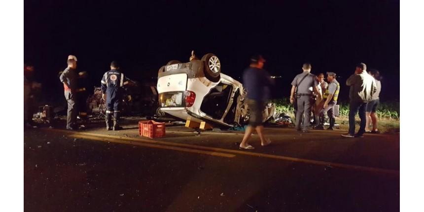 Acidente entre dois veículos deixa mortos em rodovia