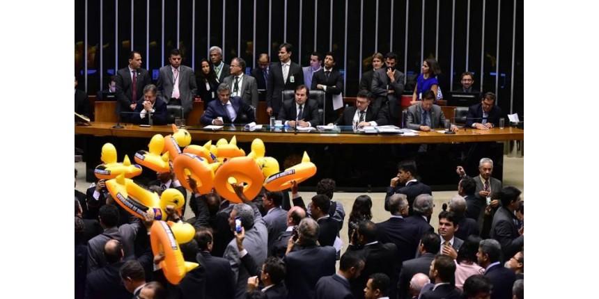 Câmara aprova projeto da terceirização