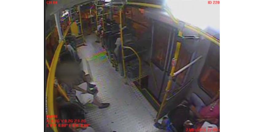 Câmera flagra ações de vandalismo e uso de drogas em ônibus de Marília