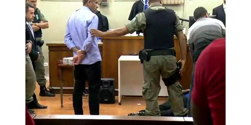 Corintiano desmaia ao ouvir que pegou 16 anos de cadeia por morte de Palmeirense