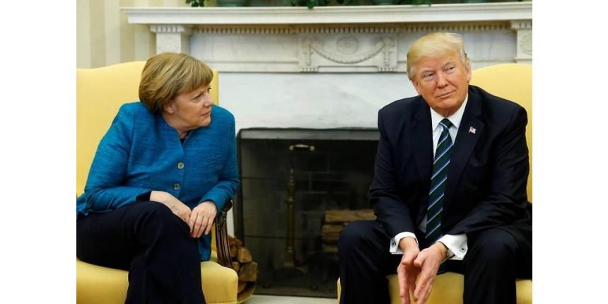 Em momento constrangedor, Trump se recusa a cumprimentar Merkel