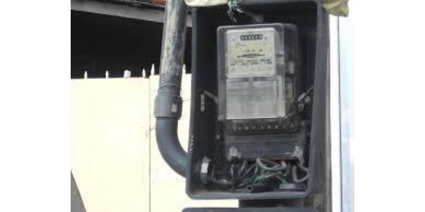 Falsos técnicos de energia elétrica levam R$ 4,5 mil de casal de idosos