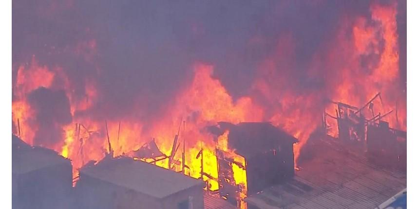 Incêndio atinge barracos em Paraisópolis, na Zona Sul de SP