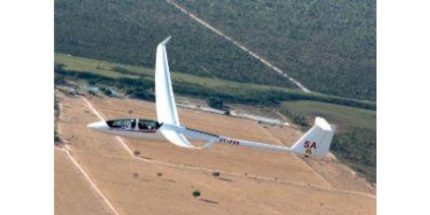 Inscrições para bolsa de piloto planador terminam nesta 2ª feira