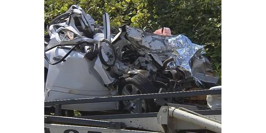 Motorista identificado e dirigindo Montana, fica preso às ferragens e morre após acidente com caminhão