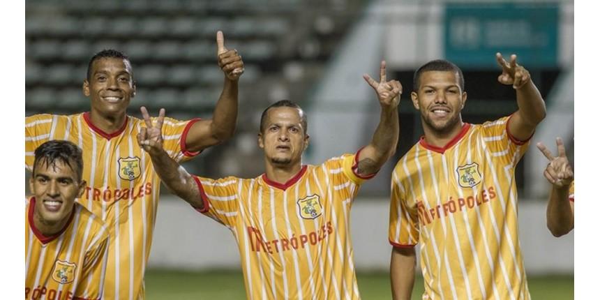 Souza, ex-jogador de São Paulo e PSG, é preso pela PF no vestiário