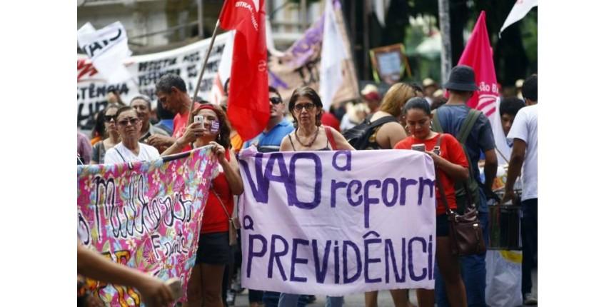 Temer enfrenta dia de duros ataques à reforma da Previdência