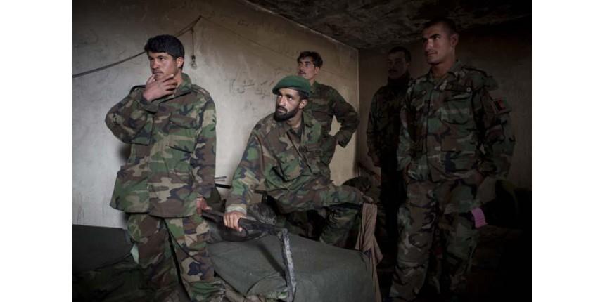 Ataque talibã deixa 148 mortos no Afeganistão