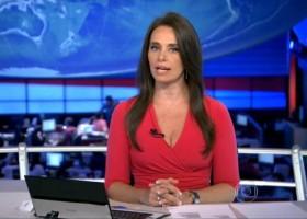 Carla Vilhena se emociona na bancada do Jornal Nacional