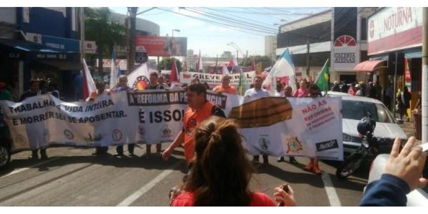 ATUALIZADO - Cidade tem protestos com baixa adesão à greve geral