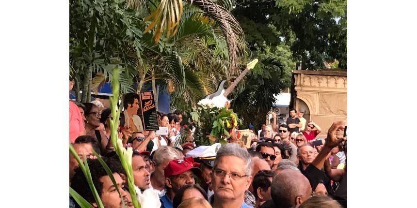 Corpo de Jerry Adriani é enterrado no Rio