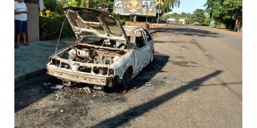 Homem tenta matar ex-mulher ao atear fogo no veículo em que ela estava em Iacri
