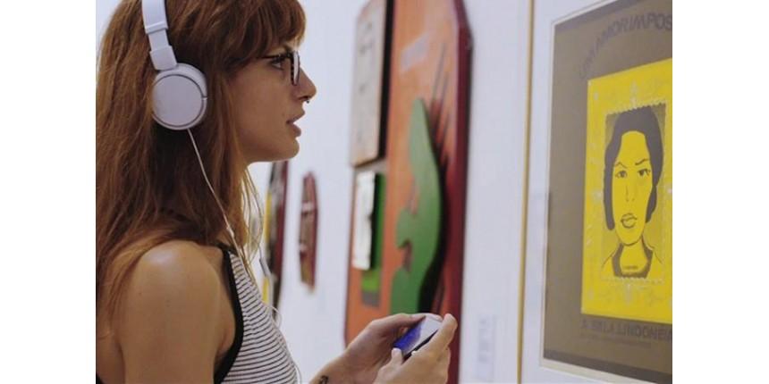 Inteligência artificial conversa com o público sobre arte em SP