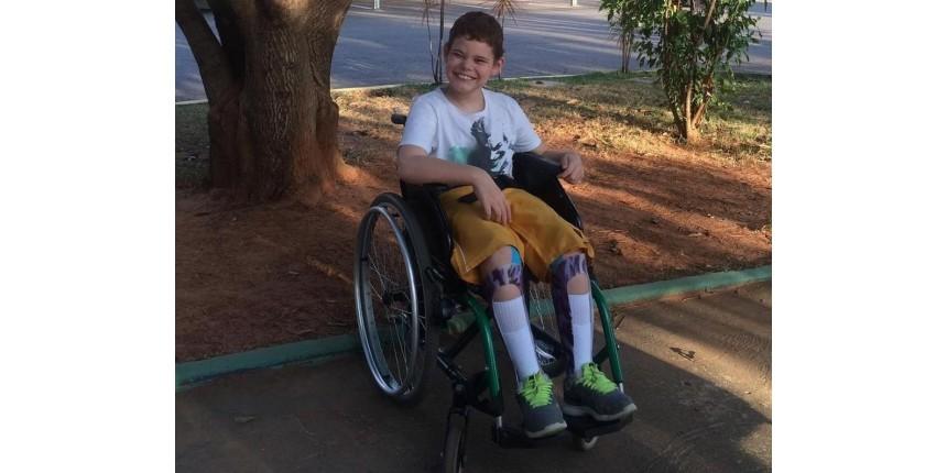 Mãe arrecada dinheiro para cirurgia de filho com paralisia cerebral: 'Vai deixar meu filho em pé'