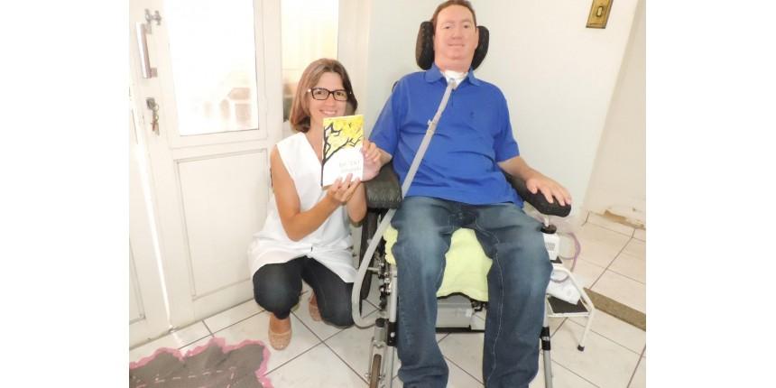 Paciente com Esclerose Lateral Amiotrófica escreve livro, letra a letra, piscando os olhos