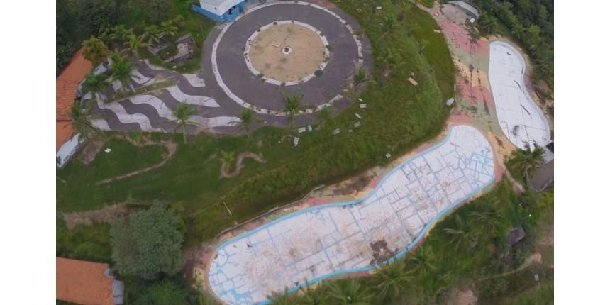 Parque Aquático que custou R$ 2 milhões aos cofres públicos está abandonado em Marília