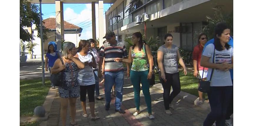 Zeladores de escolas municipais de Marília são demitidos e entram na Justiça para receber salários atrasados
