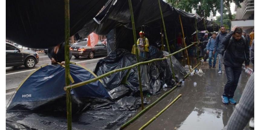 À espera de Lula, Justiça proíbe barracas do MST e demais movimentos em Curitiba