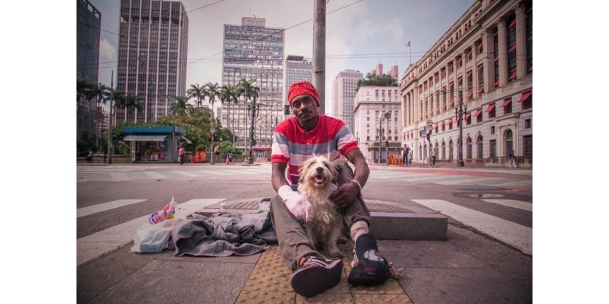 Cão ajuda morador de rua a abandonar o crack