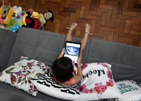 Celulares, tablets e TVs devem ser liberados para crianças? Especialistas dão cinco...