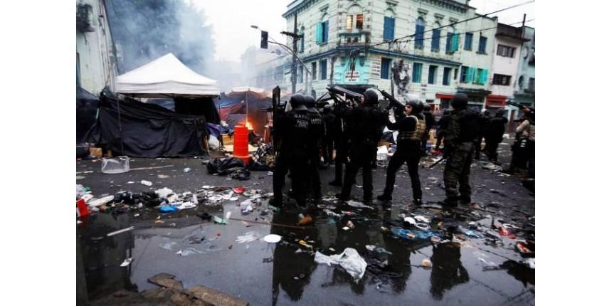 Loucura atinge ápice: manifestação a favor da Cracolândia