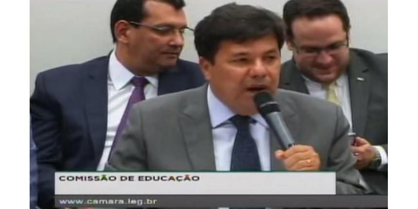 Ministro diz ser contra terceirização de professores e a favor da aposentadoria especial