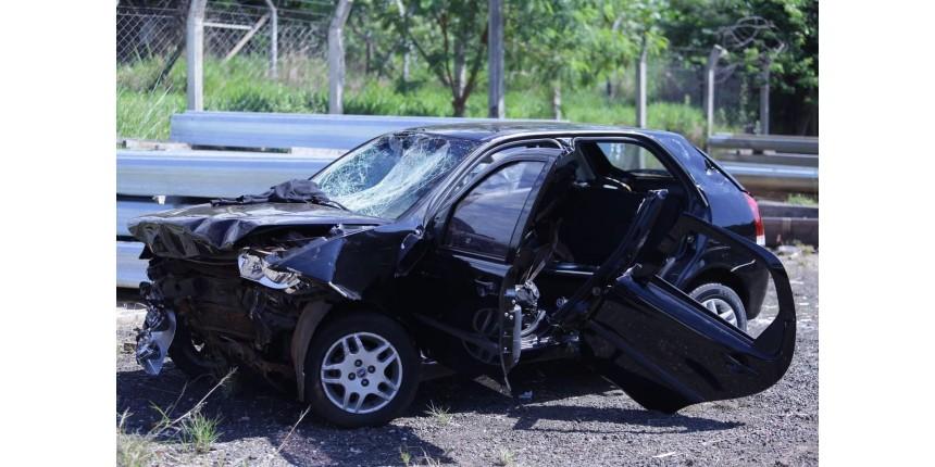 Motorista de 18 anos morre e outros quatro jovens ficam feridos em acidente na rodovia
