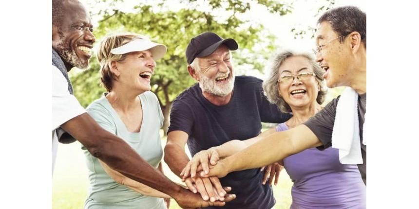 A ciência responde: quem te faz mais feliz, família ou amigos?