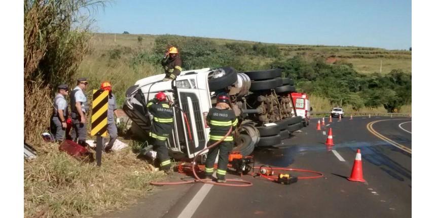 Crianças morrem em grave acidente na rodovia SP-333
