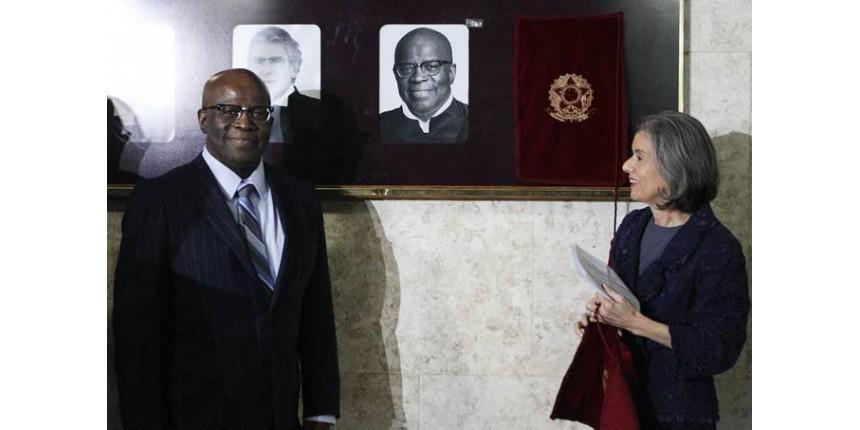 Joaquim Barbosa não descarta candidatura e defende diretas