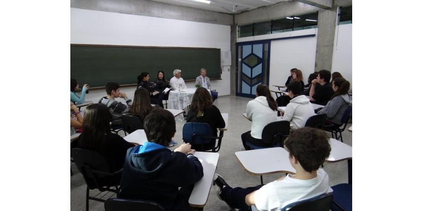 Mobilidade urbana é debatida por alunos do Colégio Criativo