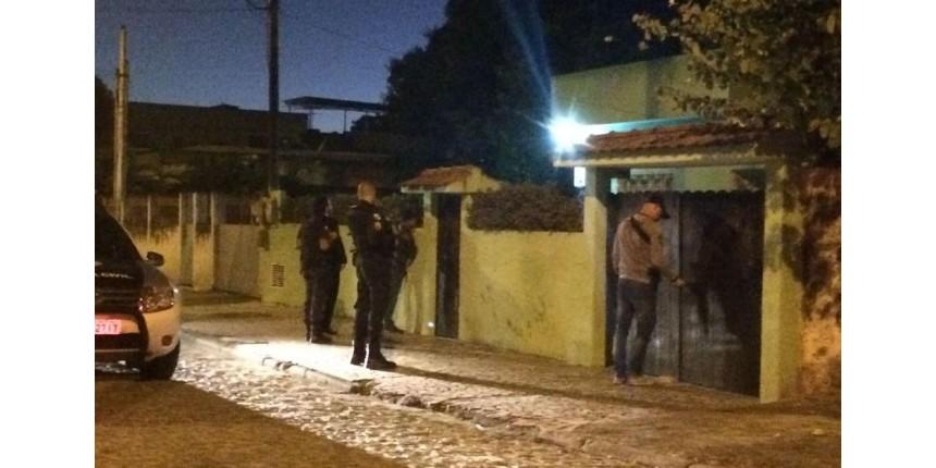 Polícia Civil do RJ deflagra megaoperação para prender 96 PMs e 70 traficantes
