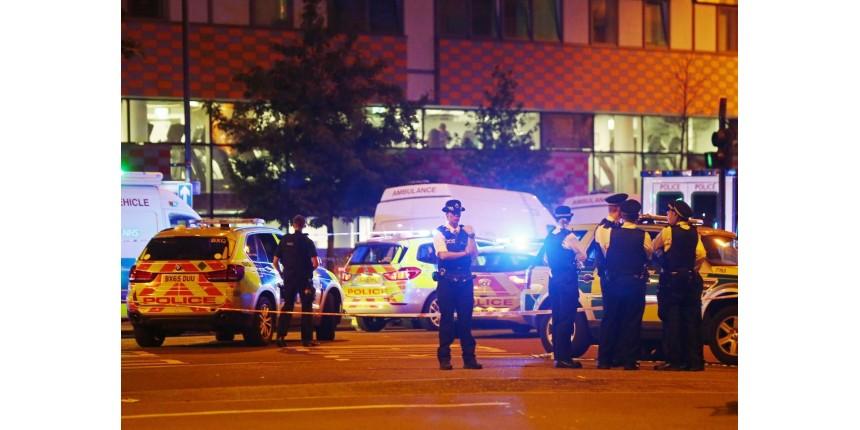 Polícia trata atropelamento em Londres como terrorismo
