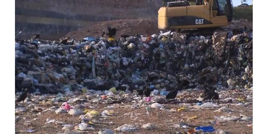 Aterro de entulhos de Marília é interditado e caçambeiros jogam lixo de forma irregular