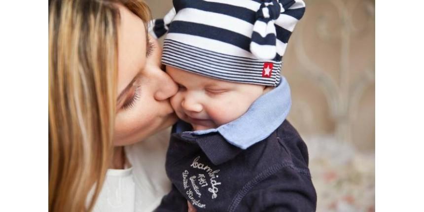 Bebê morre aos 18 dias de vida com doença transmitida pelo beijo