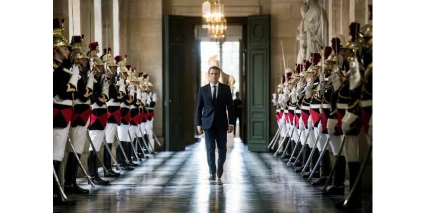 Em Versailles, Macron promete mudança institucional na França