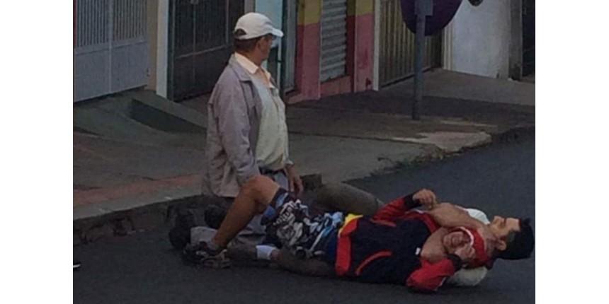 Ladrão tenta roubar idoso e é imobilizado por pedestre
