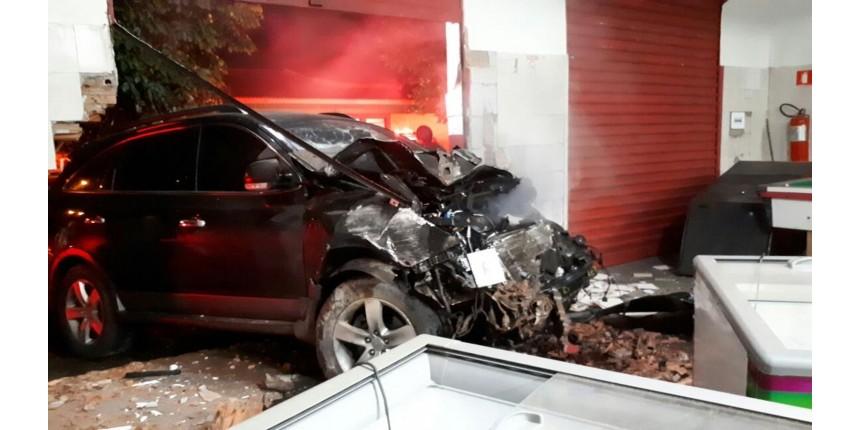 Mulher morre após ser atingida por carro que fugia da polícia em Marília