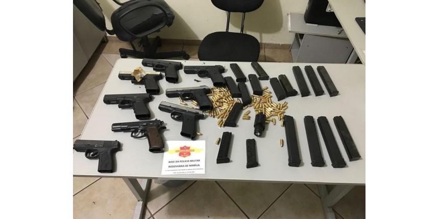 Polícia Rodoviária apreende armas de uso restrito dentro de ônibus em Marília